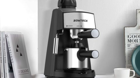 Sowtech espresso maker for 4 cups with steam milk frother
