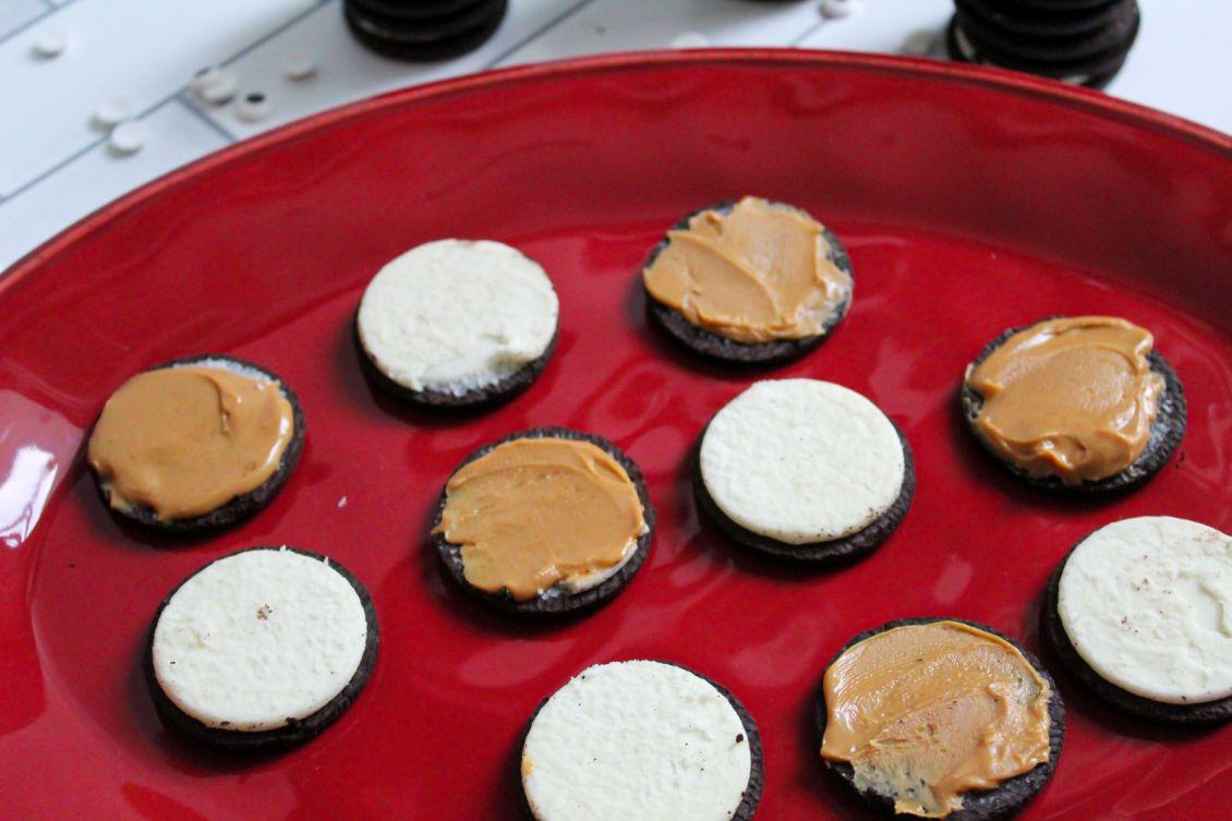 Spread peanut butter on Oreos 1