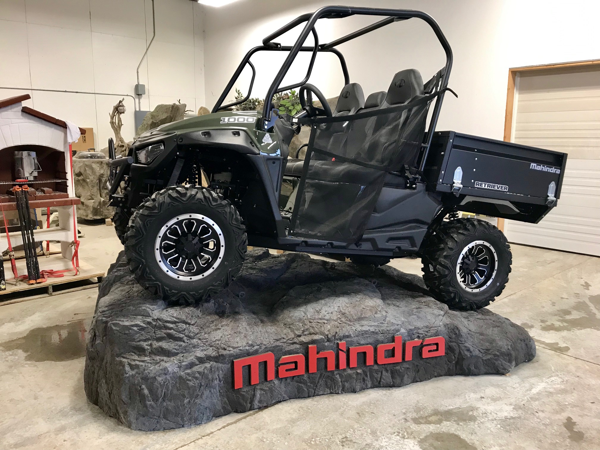 Mahindra - Rock Display