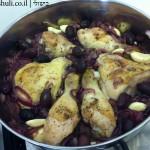 תבשיל עוף בבצל - הוספת הזיתים