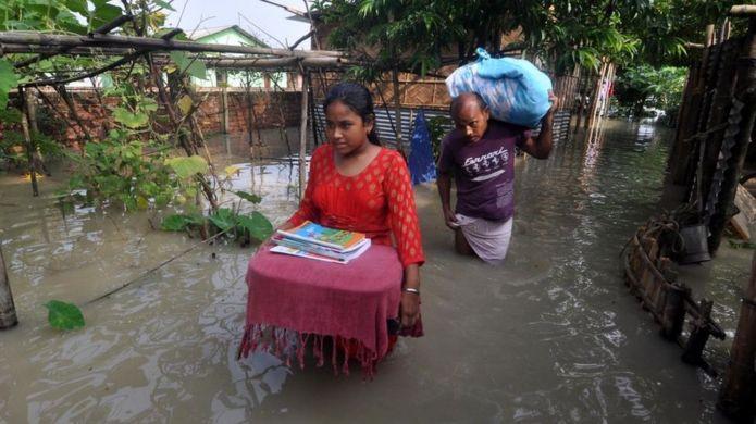 भारतको आसाममा बाढीमा ५० जनाको मृत्यु, २० लाख प्रभावित