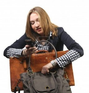 sac a main femme et telephone portable