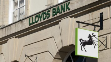 multi billion dollar financial services firm lloyds looks to hire a digital currency