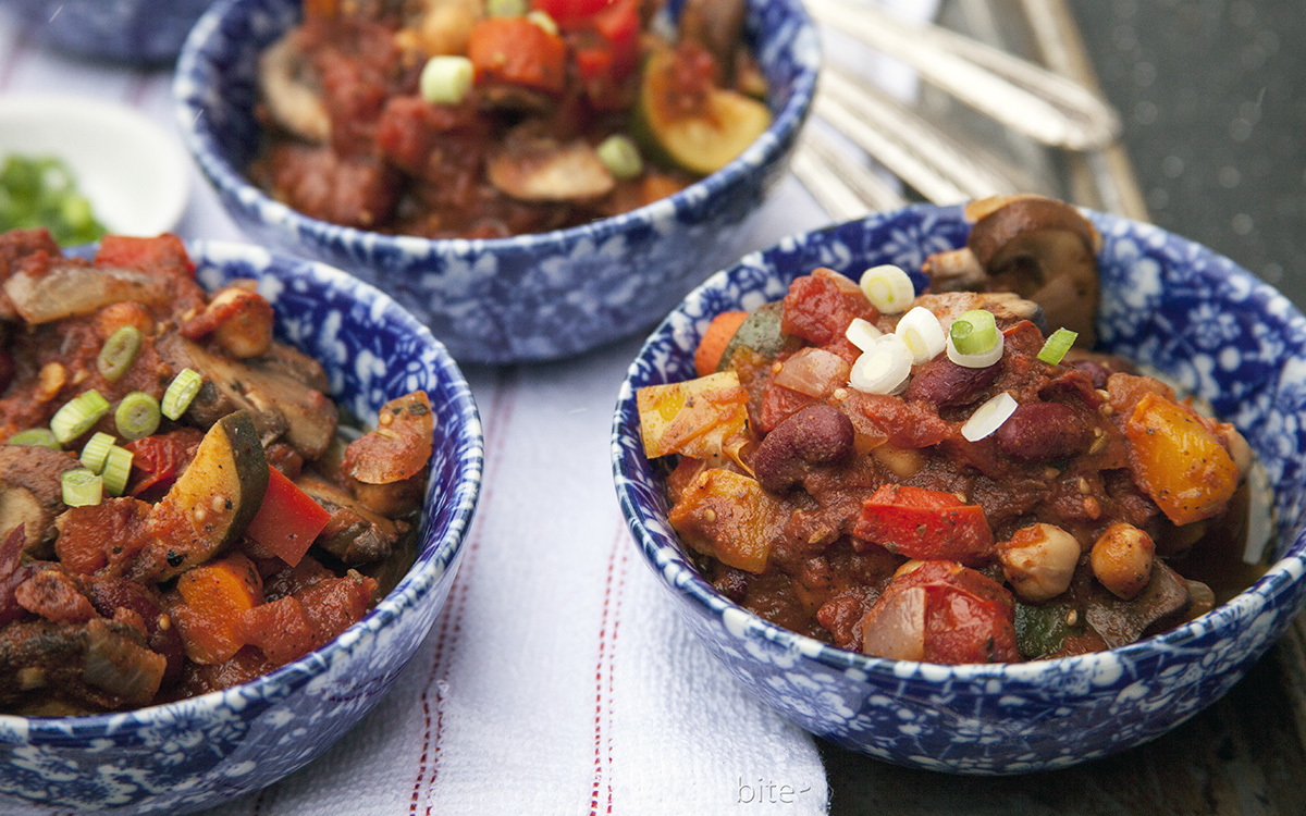 vegetarian chili for a crowd