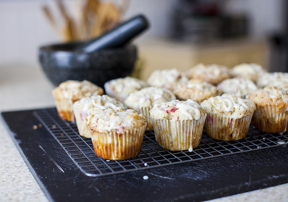 RHUBARB CREAM CHEESE CUPCAKES WITH LEMON DRIZZLE