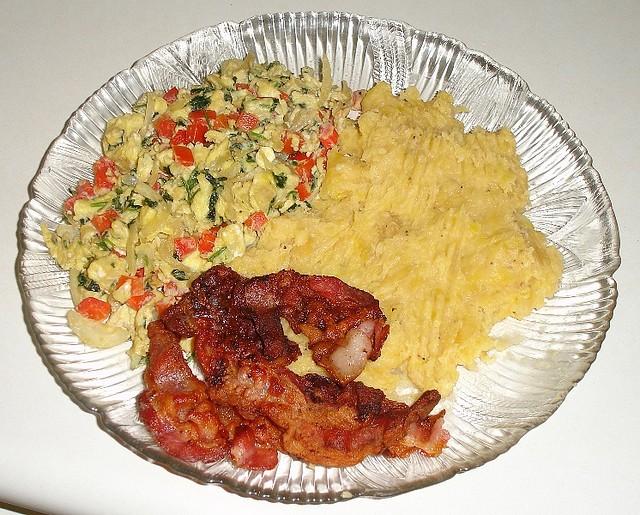 Mangu de platano recipe, with scrambled eggs and bacon