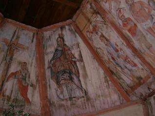 Sagrađena je u drugoj polovici 17. st., prvobitno je posvećena Sv. Apostolu, a potom Sv. Ivanu Krstitelju, prema glavnome kipu na oltaru iz 1696. g. Oltar je ukrašen bogatom baroknom rezbarijom lišća akantusa. U kapeli je posebno vrijedan unutarnji prostor sa sasvim rustičnim slikarstvom sačuvanim još na svodu i zidovima.