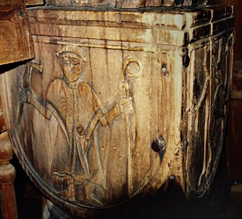 Izgrađena oko 1130. godine i vjeruje se kako je najstarija sačuvana stave crkva koja se nalazi na izvornoj lokaciji. Izgrađena je u Urnes stilu koji povezuje tradicionalno vikinško ukrašavanje životinjskim pleterskim motivima s kršćanskom arhitekturom. Ispod nje otkriveni su temelji još dvije starije građevine, a u 17. stoljeću je njen glavni brod (arhitektura) produžen prema jugu, a dodani su krstionica (1640.), drveni kanopus iznad oltara (1665.) i propovjedaonica (1640.). Oltar s prikazom Gospe i Ivana Krstitelja je iz 1699. godine. Ipak najzanimljiviji je njen sjeverni portal na kojemu su vikinški reljefi koji prikazuju raskošan pleter u kojemu se lav bori protiv zmije. Siboličan prizor borbe Krista protiv Sotone ili Nidhogg koji grize korijenje Igdrasila iz legende o Ragnaroku iz nordijske mitologije.