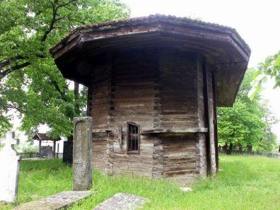 U prvoj polovici 18. stoljeća nastala je u selu Cvetke crkva brvnara posvećena arkanđelu Mihaelu, koja je stradala u vrijeme borbi za oslobođenje od Turaka. Na njenom mjestu je, čini se 1824. godine, podignut nov, Bogorodičin hram. Oko 1880. godine crkva je doživjela obnovu koja je u potpunosti izmijenila njen vanjski izgled.