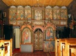 Crkva s početka 18. stoljeća ima samo dva tornja, veliki zapadni iznad ulaza i mali istočni iznad oltara. Njen gotovo savršeni geometrijski krov izgleda poput tradicionalnih krovova seoskih kuća. Iznutra je bogato ukrašena slikama iz 18. stoljeća.