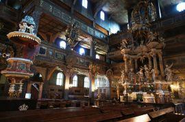 Crkva Svetog Duha u Jaworu (slika desno) je duga 43.5, široka 14, a visoka 15.7 metara, te može primiti do 5.500 posjeteitelja (slika desno). Izgradio ju je arhitekt Albrecht von Saebisch (1610.-88.) iz Wroclawa (tada njemački Breslau) i završena je u roku od godinu dana 1655. godine.