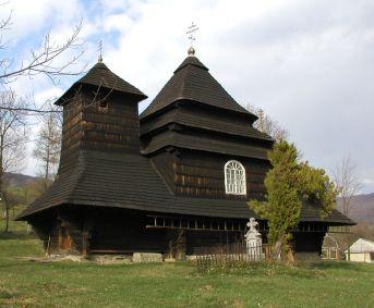 Jedna od najzanimljivijih bojkiskih crkava izgrađena je u drugoj polovici 18. st. na vrhu brda kao scenografija prirodnog amfiteatra, čiji oblik ponavlja svojom arhitekturom. Naime, njezina velika šatorasta kupola iznad glavnog kvadratičnog broda podsjeća na obližnji vrh brda, dok je toranj iznad babineca vitkiji i elegantniji, odražava prostor za žene u njemu. Tamna crkva, i njezin ikonostas iz 18. st., su obnovljeni 1895. god., a pored nje se nalazi bijeli drveni zvonik iz 1927. god.
