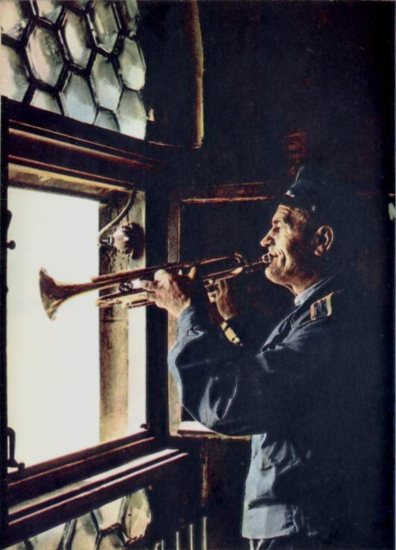 Trubač koji svakog punog sata svira himnu iz tornja crkve sv. Marije. | Foto: Wikimedia