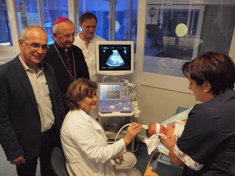 nadbiskup puljić blagoslovio ultrazvuk korizmena akcija zadarske nadbiskupije zadarska bolnica
