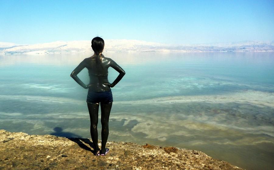 manfaat kecantikan kesehatan lumpur laut mati