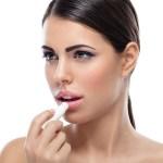Apa Perbedaan antara Lip Balm dan Lip Gloss?