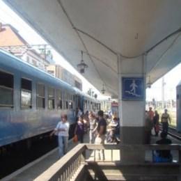 """Trenurile rămân """"în pană"""" la Brașov și la Timișoara. În restul regionalelor traficul feroviar a fost reluat"""