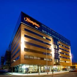Terenul pe care urma să se construiască un hotel Hampton în Brașov, scos la vânzare pentru 1,2 milioane de euro