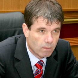Primarul Braşovului, George Scripcaru, a fost trimis în judecată de DNA pentru abuz în serviciu şi luare de mită.