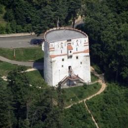 """Monumente istorice ale """"nimănui"""". Turnurile și bastioanele vechii cetăți sunt împărțite în acte între Primărie și CJ Brașov și riscă să rămână de izbeliște"""