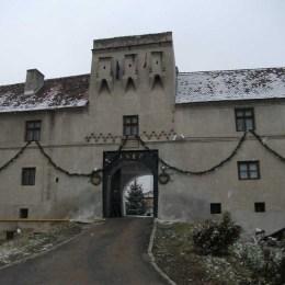 Procesul de revendicare a Cetățuiei Brașovului este departe de finalizare. Aro Palace a contestat pierderea obiectivului, dar apel au depus și ministerele Dezvoltării și al Economiei