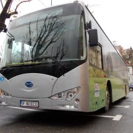 Fotogalerie: Autobuzul electric poate fi testat de către braşoveni, începând de vineri, pe linia 4