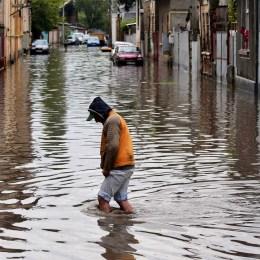 Codul galben de ploi a fost prelungit până joi seară. Cantitățile de apă pot ajunge și la 50 l/mp