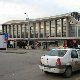 Gara centrală va rămâne în continuare o ruşine pentru înregul Braşov, ţinând cont că CFR nu vrea să îşi ia mâna de pe ea, dar nici să o întreţină corespunzător