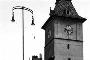 Cum aratau lampadarele la 1900 in Piata Sfatului