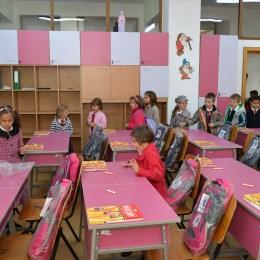 """Peste 1.900 de elevi din Braşov vor primi pe 15 septembrie """"primul ghiozdan"""""""