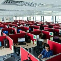 Salariile din call-center-uri au crescut anul trecut. Vorbitorii de limbi nordice ajung la salarii de 1.400 de euro