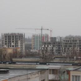 Hotărârea care i-ar fi obligat pe dezvoltatorii imobiliari să amenajeze două locuri de parcare la fiecare locuință construită a fost retrasă de la dezbateri