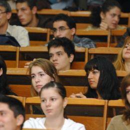 Au început înscrierile la Universitatea Transilvania. 6.215 locuri, dintre care aproape 2.900 sunt fără taxă