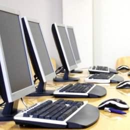 CJ Brașov va plăti aproape 120.000 de lei pentru se dota cu computere noi