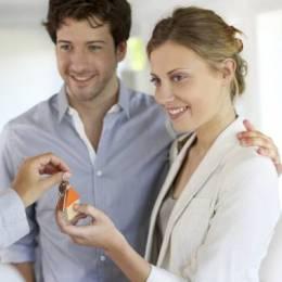 Sfat de la specialiști: dacă îți cumperi o casă în rate, trebuie să plătești lunar cel mult de 60% din venitul actual