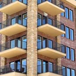 În primul semestru al acestui an, la Brașov s-au vândut mai puțin de 3.000 de locuințe. Scăderea față de anul trecut este de peste 25%