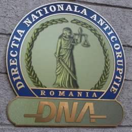 Angajat al Direcţiei Regionale a Finanţelor Publice Braşov, cercetat de DNA sub control judiciar pentru luare de mită