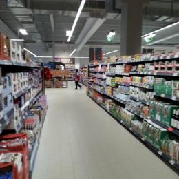 """OPC ne arată cum ești cel mai des păcălit de marile magazine: etichete cu informații false, mâncare expirată gătită în zonele gastro, dar și alte """"surprize"""""""