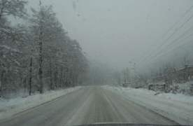 Trafic blocat pe DN1A, între Brașov și Cheia. Un autotren s-a răsturnat pe carosabil