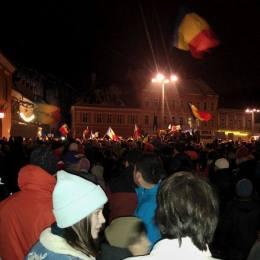 Brașovul nu cedează și cere demisia Guvernului. Aproape 6.000 de protestatari s-au adunat în Piața Sfatului
