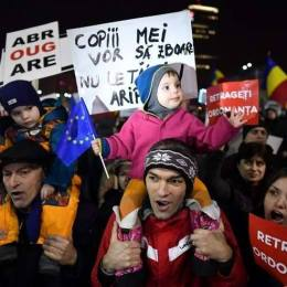 Un nou protest al copiilor, in Piata Sfatului din Brasov
