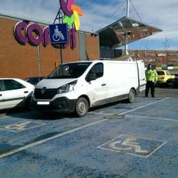 Poliția Locală Rutieră, razie în parcările centrelor comerciale, unde regulile de circulație sunt… pentru a fi încălcate