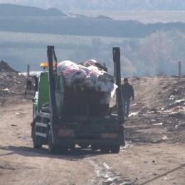 Localnicii din cinci comune ale Brașovului, în situația de a rămâne cu gunoiul la poartă, după ce operatorul de salubritate nu și-a mai plătit taxele la rampa ecologică