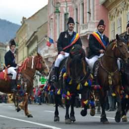 Trafic restricționat în Centrul vechi al Brașovului în această duminică. Nicio mașină nu urcă de la Piața Unirii spre Pietrele lui Solomon