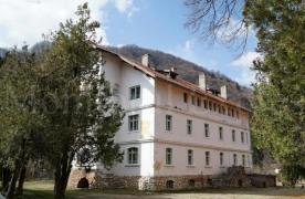 Branul a cumpărat cu 900.000 de euro vechiul spital din comună pe care vrea să-l transforme în primărie. Grădina acestuia de 13.000 de metri pătrați ar urma să devină parcare
