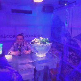 Brașovenii pot testa realitatea virtuală, iar apoi se pot și răcori în barul de gheață care a ajuns în Centrul Civic