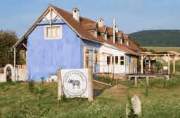 Ferma Indianului din Cața, dată exemplu de britanicii de la Financial Times pentru modul în care se dezvoltă ecoturismul în România