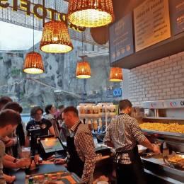 Cartofisseria fraților Comăniciu a cumpărat un restaurant oriental în Cluj-Napoca și se pregătește de o nouă deschidere în Piața Sfatului