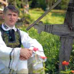 """""""Părintele Pomohaci"""", invitat special la Zilele Orașului Ghimbav. Acesta a fost însă caterisit de Biserică, după acuzațiile aduse de un tânăr"""