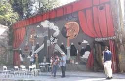 FOTO Vechiul Cinema Popular, ajuns o ruină, va prinde viață din 23 august, prin intermediul artelor vizuale, în cadrul Festivalului Amural